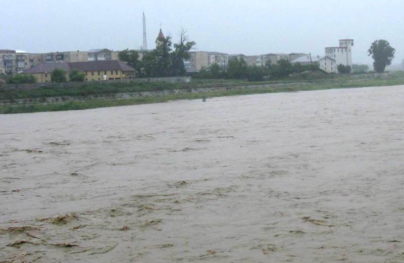 Moldova şi Siretul, sub monitorizare din cauza ploilor abundente
