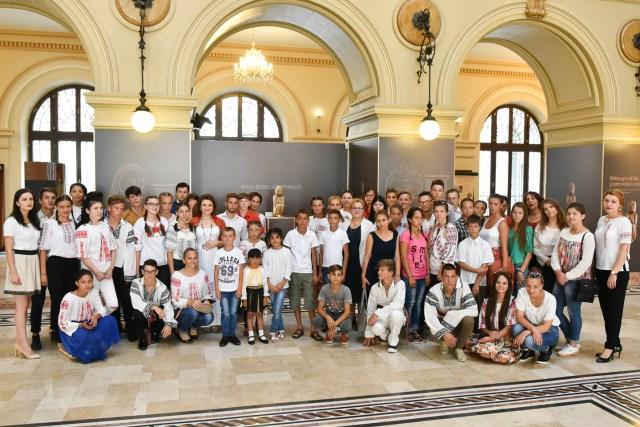 oaspeti copii DGASPC Neamt premier Ciolos 03