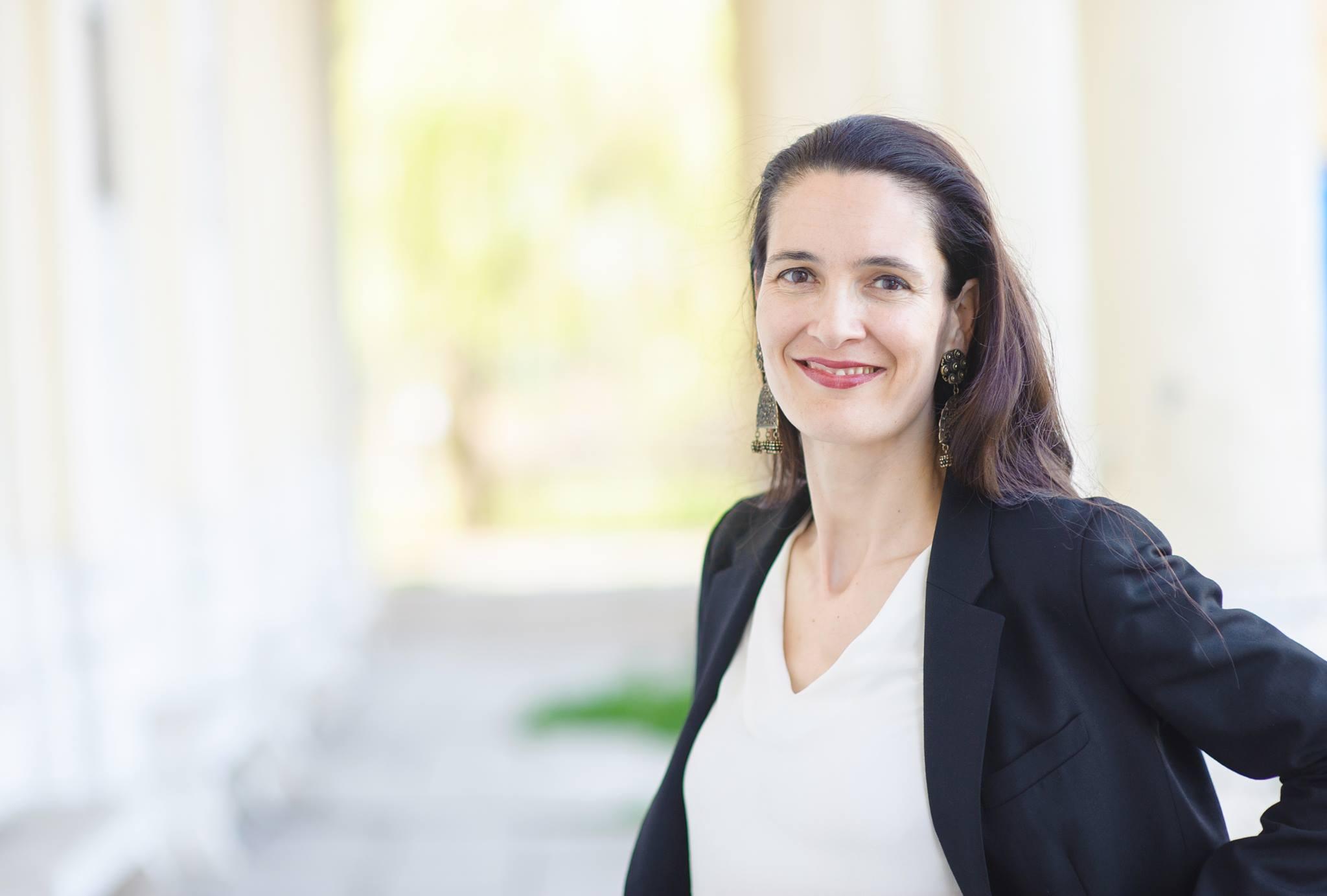 """Clotilde Armand vine în Neamț și aduce cu ea și cartea """"Am ales România. Povestea mea"""""""