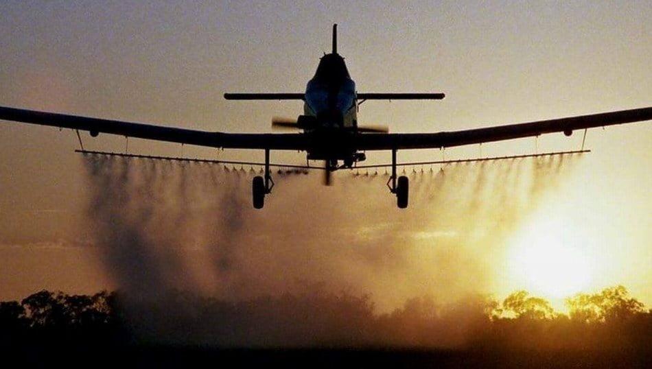 O nouă dezinsecție cu avionul în Roman, programată pentru marți dimineață