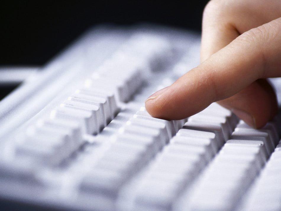 Poliția avertizează asupra unei noi metode infracționale de deturnare a transferurilor bancare