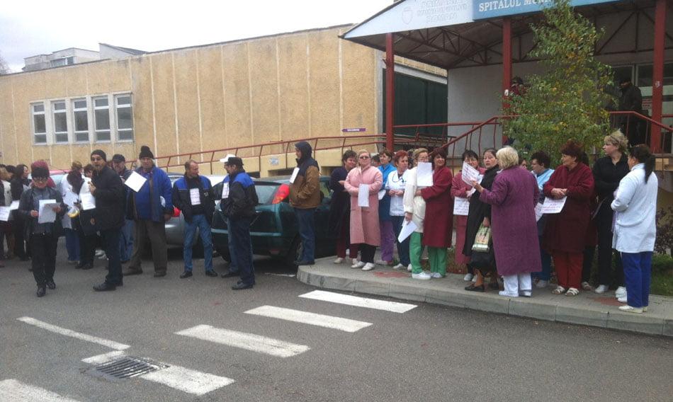 [FOTO] Salariații Spitalului fac grevă