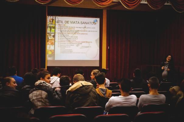 """Elevii de la Colegiul """"Petru Poni"""" învață despre stilul de viață sănătos"""