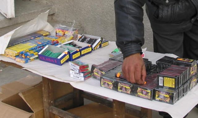 Polițiștii au confiscat, în aceste zile, 11.809 petarde și 16 artificii deținute ilegal
