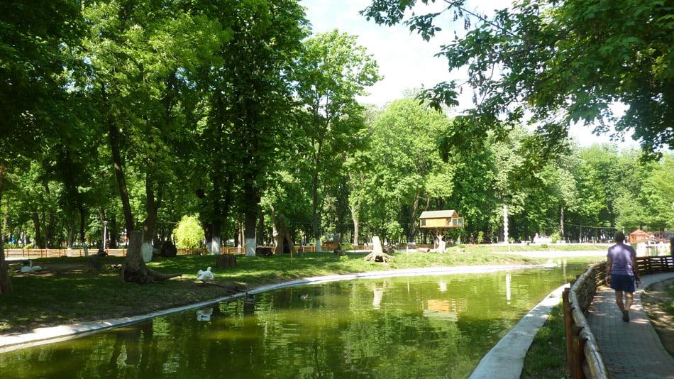 Grădină Zoo în Parcul Municipal: hrănirea animalelor de către vizitatori este interzisă