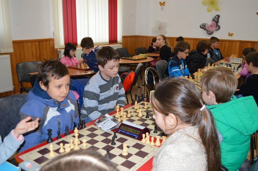 """Concurs de șah pentru școlari, la Fundația """"Episcop Melchisedec"""""""