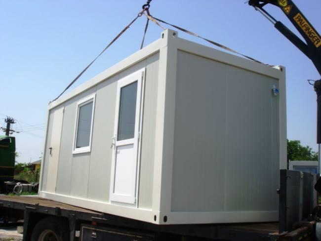 Container pe post de locuință pentru sinistrații din Văleni