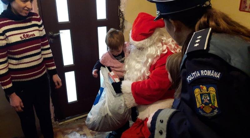 Polițiști în sprijinul lui Moș Crăciun