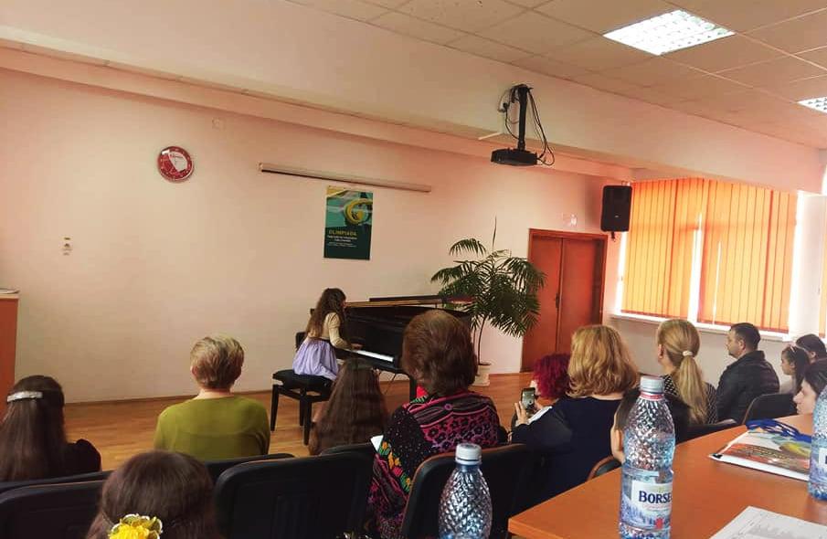 """Elevi ai Școlii """"Sergiu Celibidache"""" din Roman, premiați la faza zonală a Olimpiadei de Interpretare Instrumentală"""