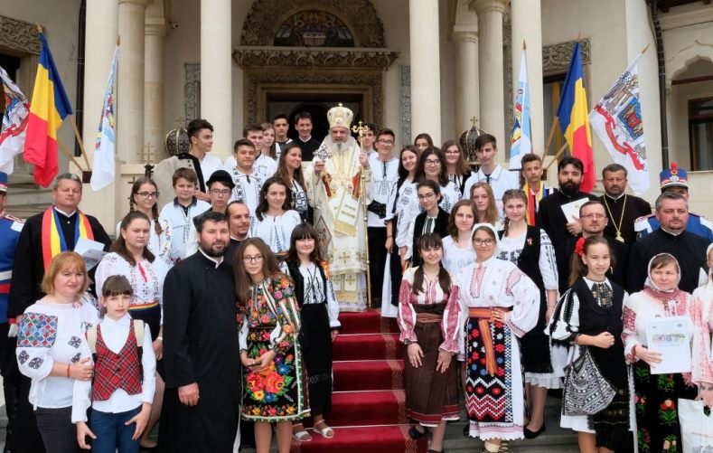 "Copiii de la Parohia ""Sf. Gheorghe"" din Roman, premiați de Patriarhul Daniel"