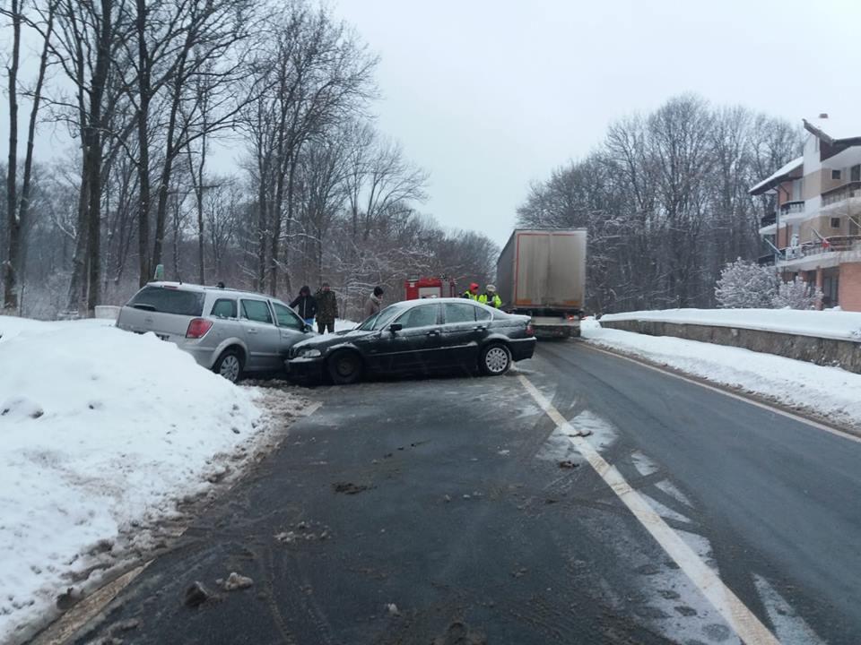 Accident rutier în Dealul Mărului. Patru persoane au fost rănite