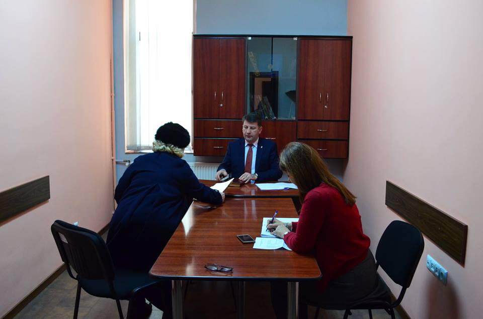 Ce îi cer romașcanii la audiențe primarului Lucian Micu