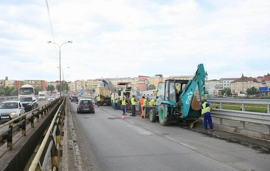 Trafic îngreunat până după-amiază pe E 85, din cauza lucrărilor la podul peste Moldova