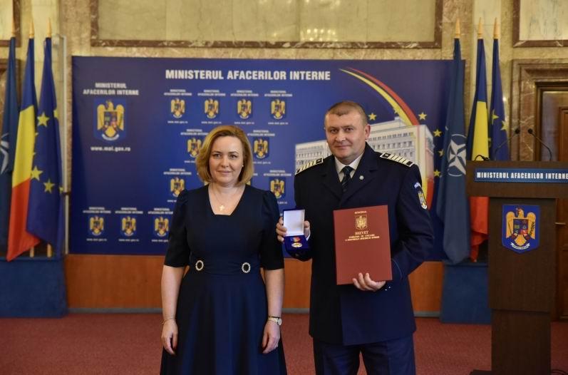 Polițist din Neamț distins cu Emblema de onoare a MAI