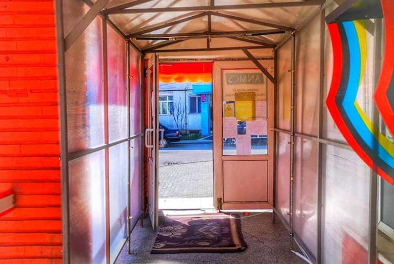 Noi donații pentru Spitalul Roman: tunel de dezinfecție, aparatură medicală și materiale sanitare