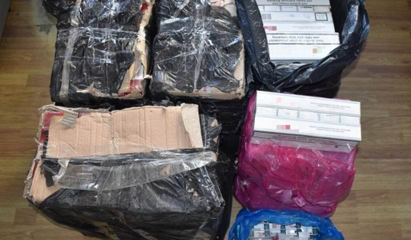 Peste 2.200 de pachete de țigări, confiscate de polițiști