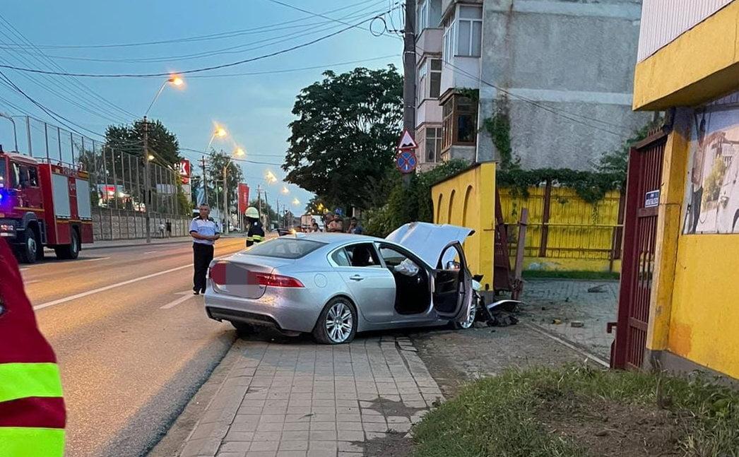 Accident rutier pe bulevardul Nicolae Bălcescu. Trei persoane au fost rănite