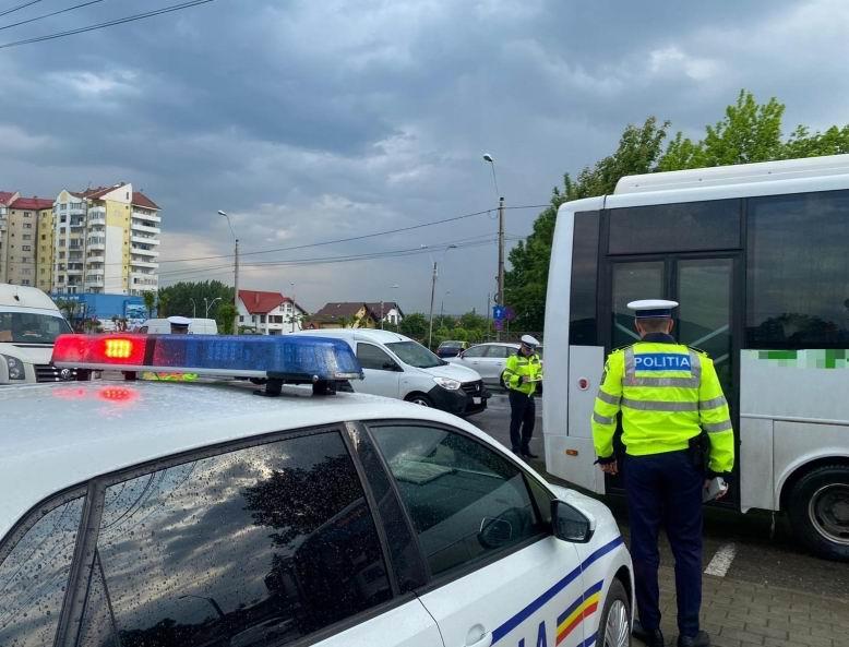 Transportatori de persoane și de mărfuri sancționați de polițiști