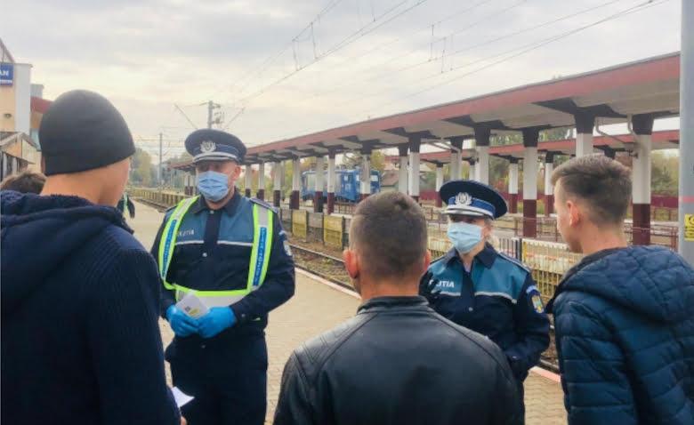 Activități preventive ale polițiștilor, pentru călătorii din Gara Roman