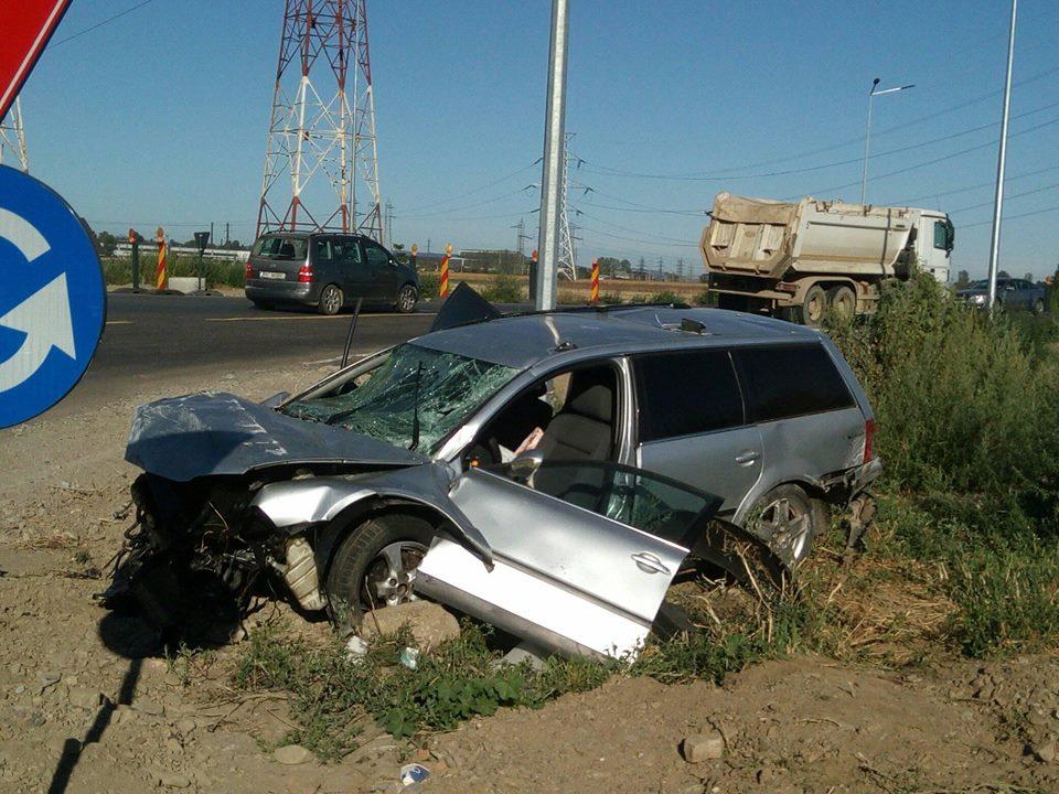 Un șofer s-a răsturnat cu mașina în zona sensului giratoriu de la Dedeman