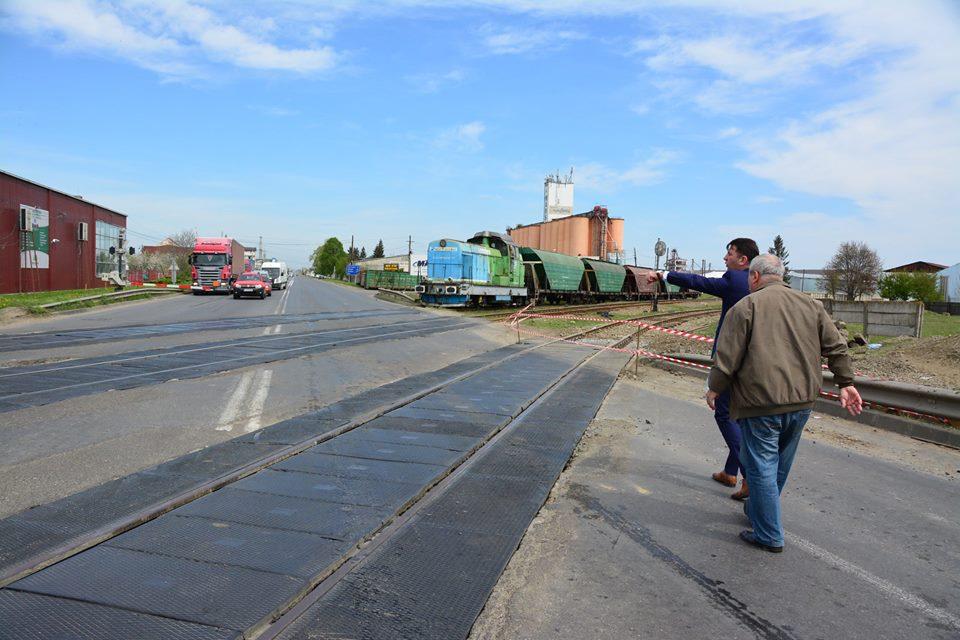 Trecerea la nivel cu calea ferată spre Iași, dată în administrarea Ministerului Transporturilor pentru construirea unei pasarele