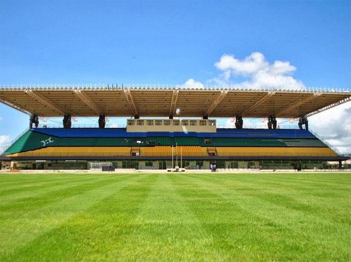stadio-costruito-sull'equatore