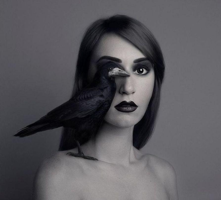 Immagini surrealiste di Flora Borsi