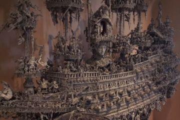 Un modello di nave dei pirati molto speciale costruita con materiali vari