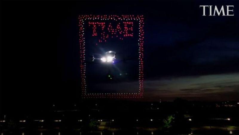 droni che compongono la copertina del Time nel cielo della California