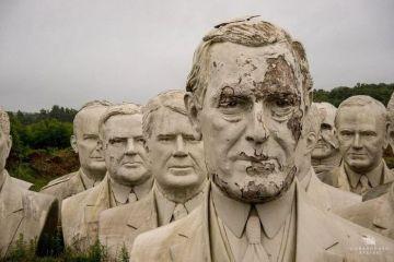 Busti enormi dei presidenti USA abbandonati in una fattoria