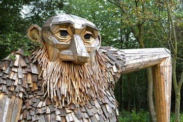 I trolls dell'artista danese Thomas Dambo nascosti nella foresta di Copenaghen