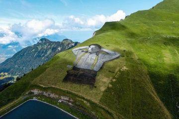 Gli spettacolari dipinti sui campi e sulle colline di Guillaume Legros