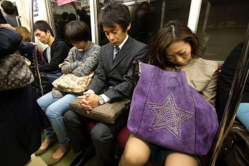 Inemuri, l'arte giapponese del dormire al lavoro