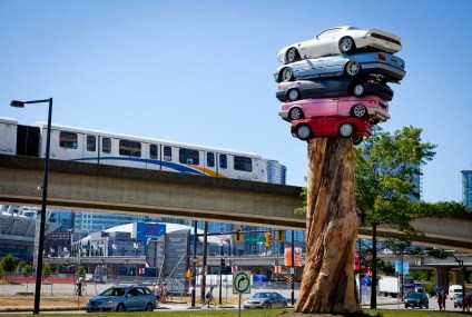 """Trans Am Totem""» e ""Spindle"", l'arte di impilare le auto"