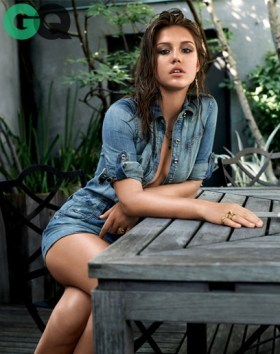 1382383060009_adele-exarchopoulos-gq-magazine-november-2013-women-05