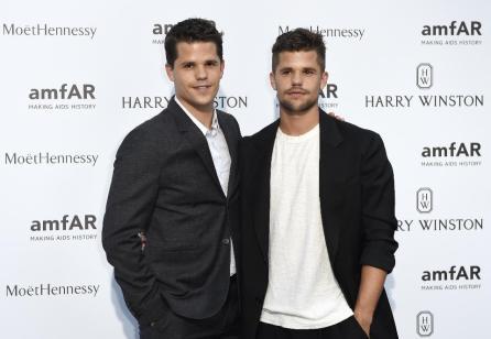 Max et Charlie Carver
