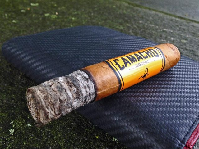 camacho-connecticut-robusto-02