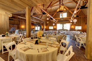 Four Must-Have Features for the Perfect Milwaukee Rustic Barn Wedding