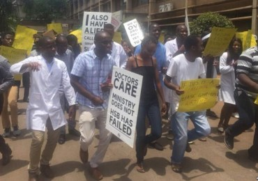 Zimbabwe government doctors threaten to go on strike on Tuesday