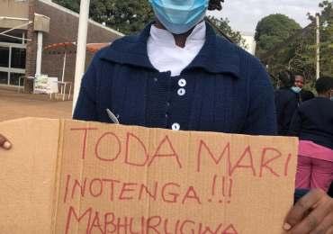 Zimbabwean nurses protest to demand U.S. dollar salaries