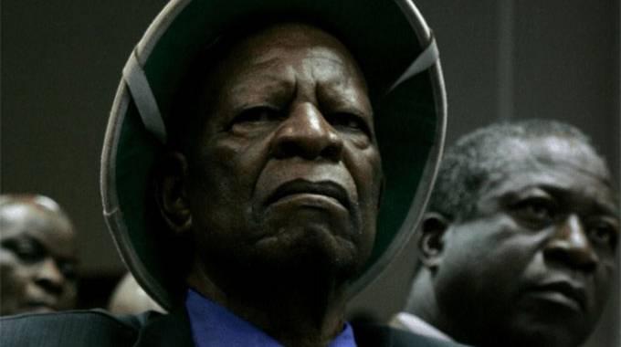Chief Mashayamombe dies