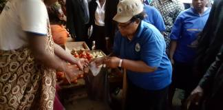 PICTURES :MUJURU MOBBED IN KADOMA