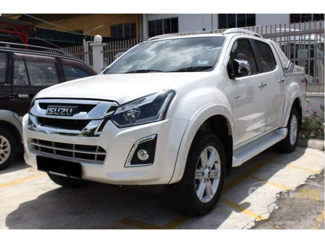 Mnangagwa Dishes Out 90 More Brand New Cars To Chiefs