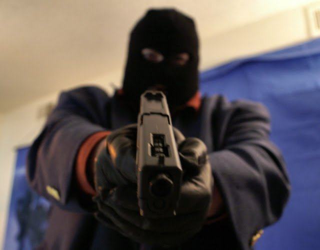 Chaos As Armed Robbers Exchange Gunfire With Cops In Harare CBD