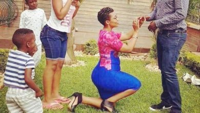 Photo of Woman goes for the kill as she kneels on one knee