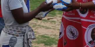 MDC MP Memory Mbondiah dishes out pads to perceived Zanu pf supporters in Shurugwi