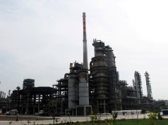 China announces first public state oil auction