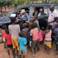 Mnangagwa Looks-Down Little Kids, While Crept Inside Truck, Triggers A Pocket-Down-Slapper | PICTURES