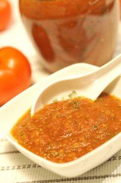 Naminis-pomidoru-padazas2 Ypatingai sveikas naminis pomidorų padažas