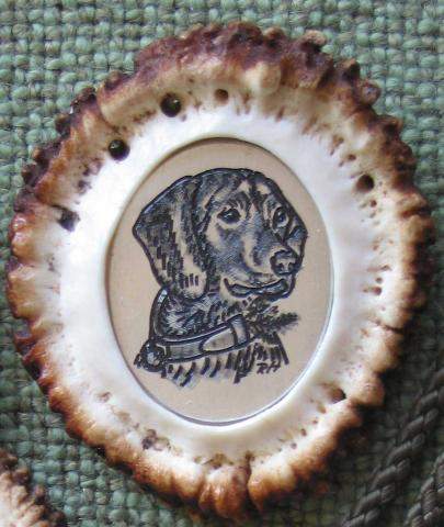 Handgravur eingelassen in Hirschrose
